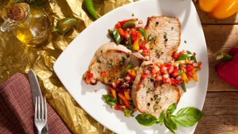 Свинско контрафиле със свежа доматена салца