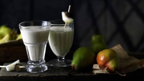 Млечен шейк с круши и марципан