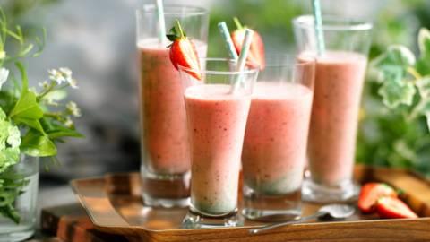 Млечен шейк с ягоди и мента