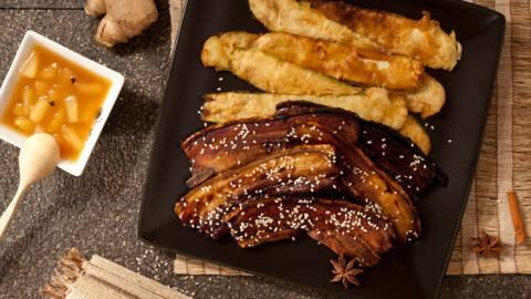Ароматни свински гърди с хрупкави тиквички и сладко-кисел сос