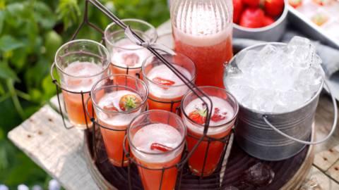 Лимонада от ревен с ягоди