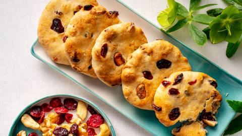 Бисквити с кашу и червени боровинки