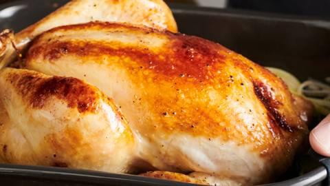 Пълнено пиле с картофи и праз на фурна