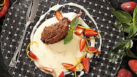 Черен шоколадов мус със супа от бял шоколад