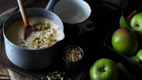 Супа с ябълки и картофи и орехова гремолата
