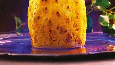 Печен ананас, глазиран с мед