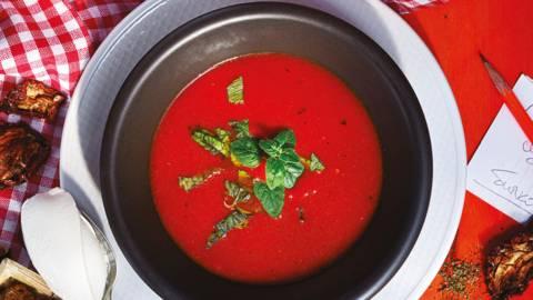 Супа със сушени домати и билкови крутони