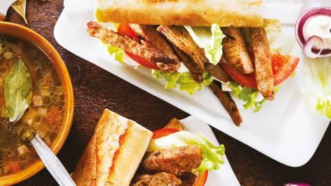 Сандвич със свински врат и бистра зеленчукова супа