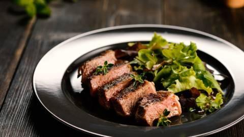 Рибай стек с медено-горчичен винегрет
