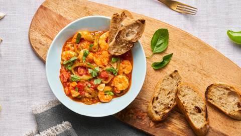 Средиземноморска яхния със скариди и чери домати