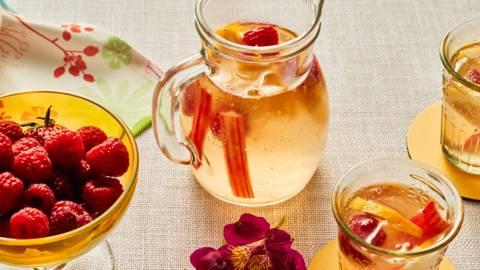 Лимонада с малини и ревен