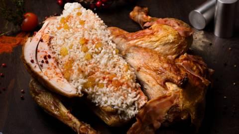 Пуйка, пълнена с ориз и стафиди
