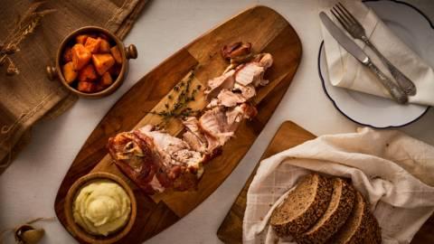 Свински джолан с хрупкава кожа и пухкаво картофено пюре