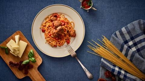 Спагети с цариградски кюфтенца