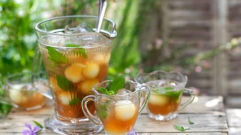 Студен чай с пъпеш Медена роса и мента