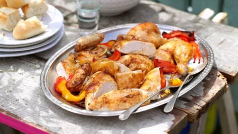 Печено пиле с чушки и чесън