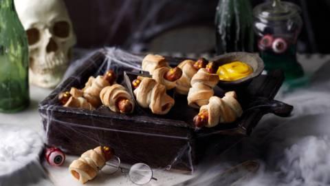 Печени мумии с яйца (кренвирши в тесто с дип от горчица)