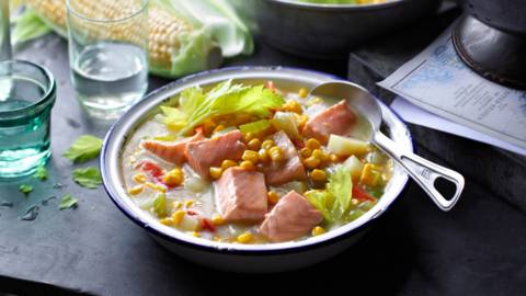 Гъста супа със сьомга и царевица