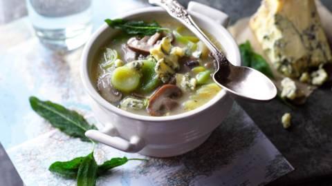Супа от праз и гъби със сирене Стилтън