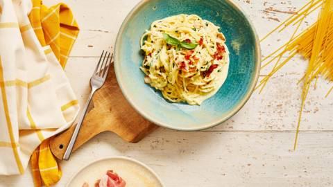Спагети Карбонара с Горгонзола и чипс от прошуто