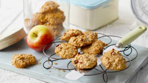 Бисквити от спелта с ябълка