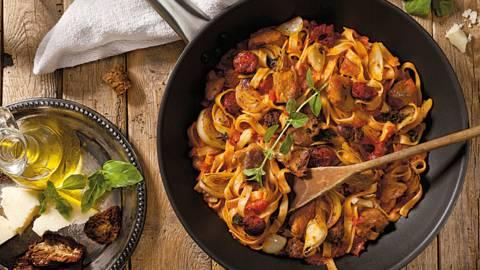 Талиатели със свинско месо и доматен сос