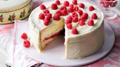 Торта с маслен крем и малини