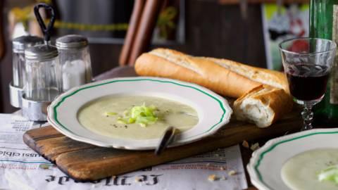 Вишисоаз - студена крем супа от картофи и праз