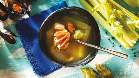 Рибена супа със сьомга и миди