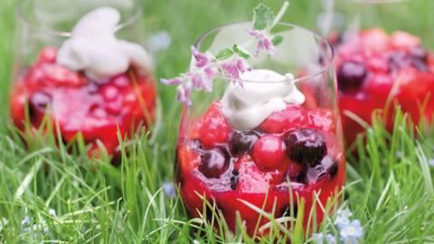 Грютце с ягоди и праскови