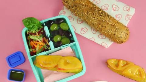 Брускети с гауда и витаминозна салата