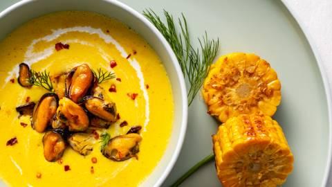 Крем супа от царевица със задушени миди