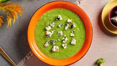 Крем супа от карфиол и броколи със синьо сирене