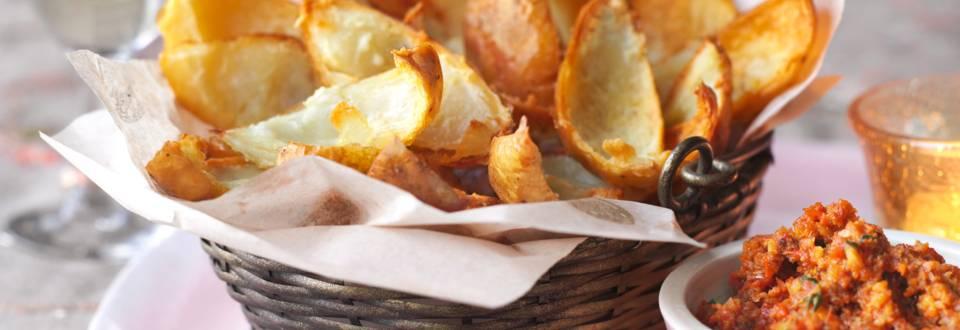 Картофени ладийки с дип от бадеми и чушки