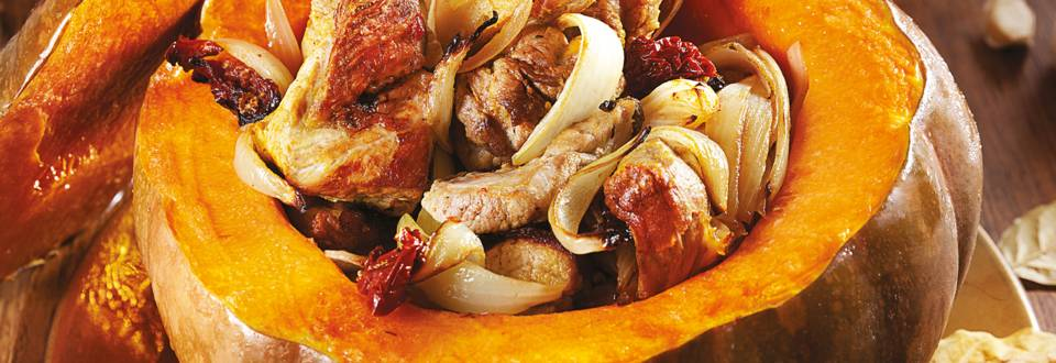 Свинско месо с къри, печено в тиква