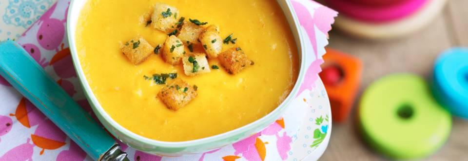 Супа от моркови и картофи с крутони