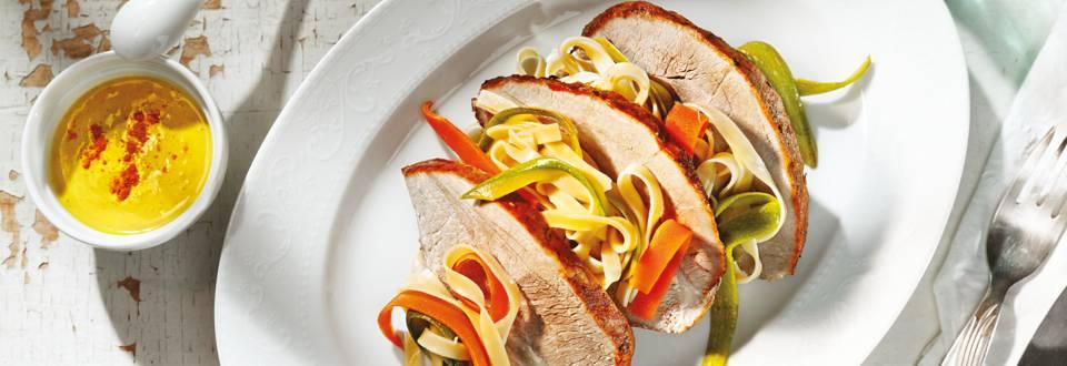 Свински бут с къри сос и талиателе със зеленчуци