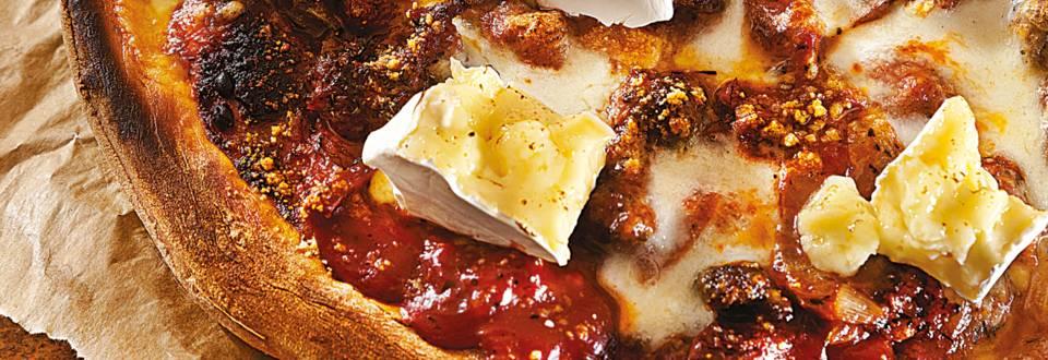 Пица с телешка кайма, сушени домати и бри