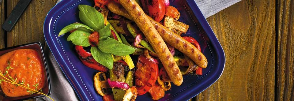 Ловджийски наденички с гриловани зеленчуци и чушково песто
