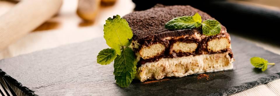 Йогурт торта с течен шоколад