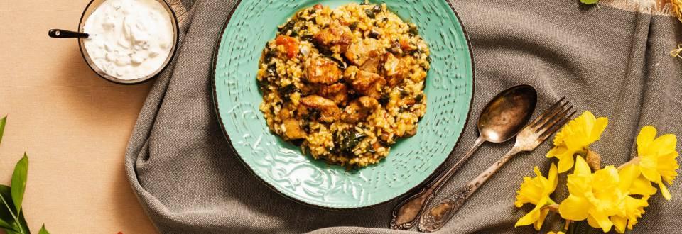 Агнешка яхния с ориз, спанак и див лук