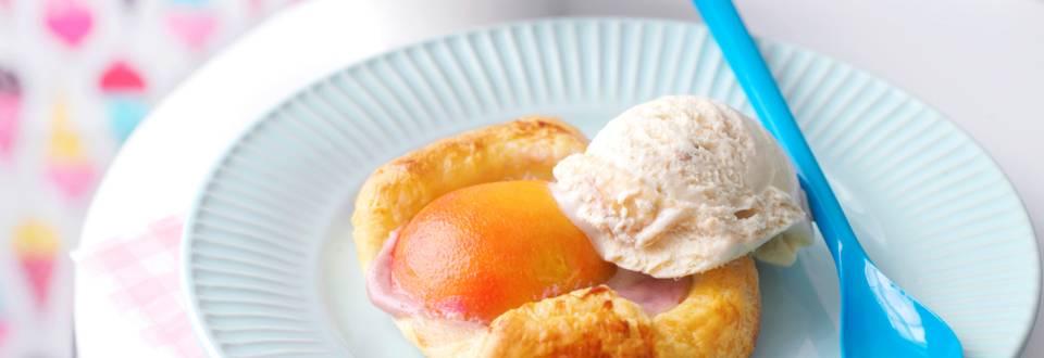 Минитортички с плодова мелба и карамелен сладолед