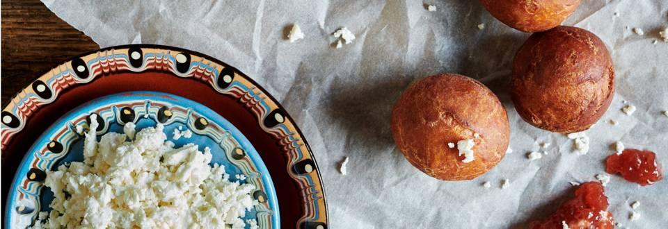 Царевични пърженки със сирене и шипков мармалад по рецепта на шеф Шишков