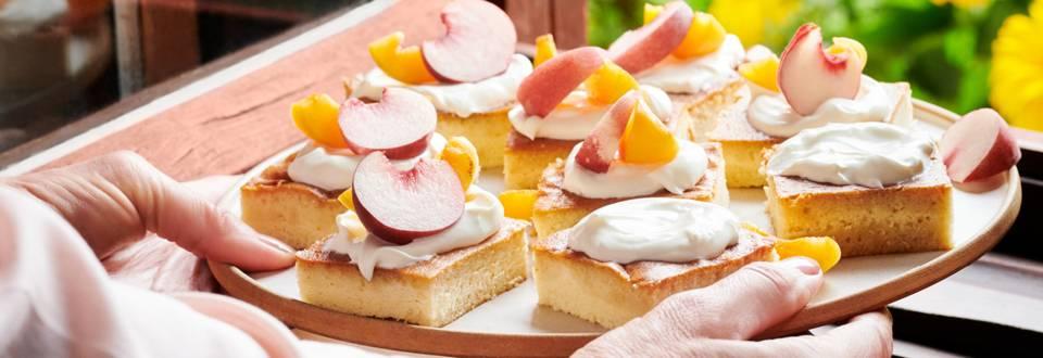 Реване със заквасена сметана и сезонни плодове по рецепта на шеф Манчев
