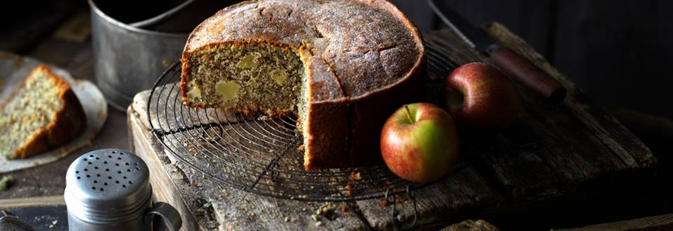 Маков сладкиш с ябълки