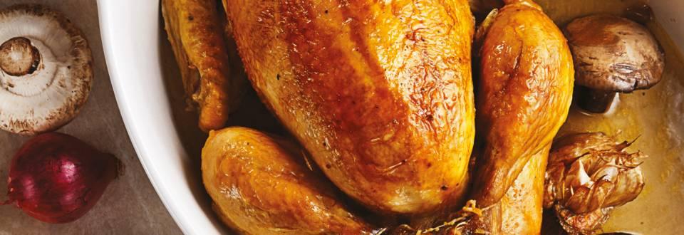 Пълнено пиле със сос от бяло вино и лешници