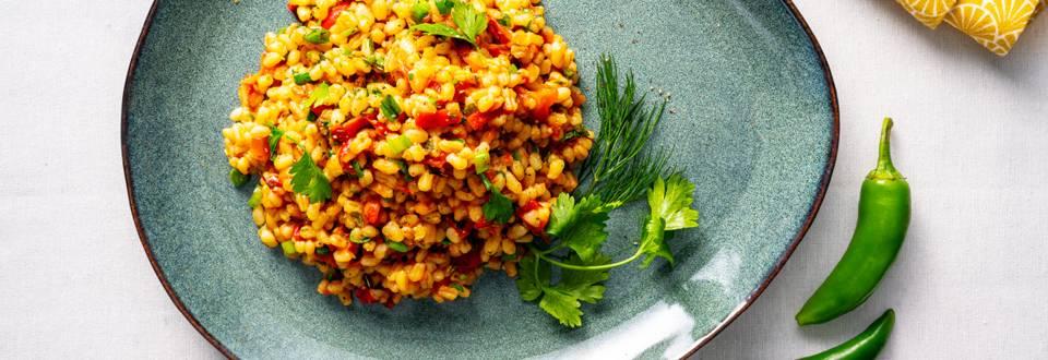 Постен булгур с печени чушки, домати, пресен чесън и джоджен – по рецепта на шеф Манчев
