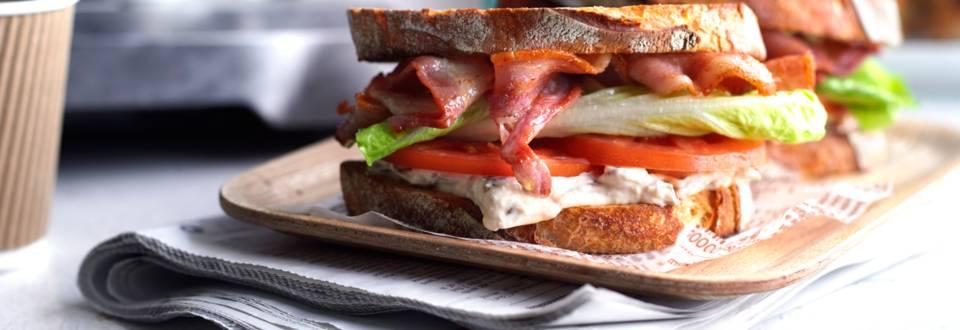 BLT сандвич - с бекон, маруля и домат