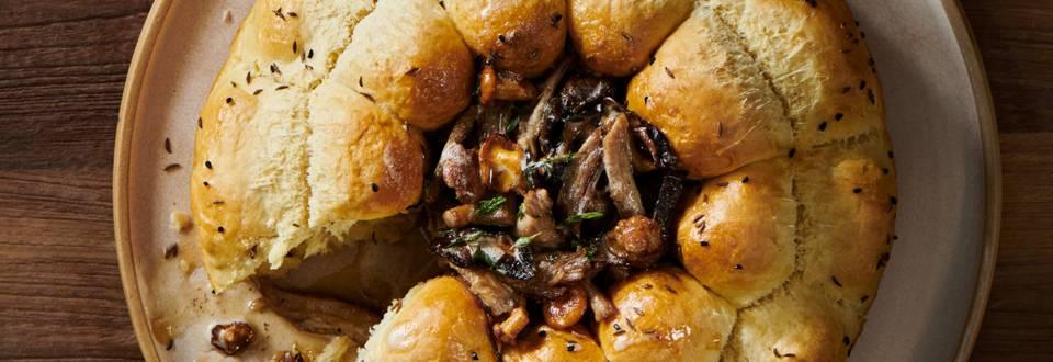 Месник със свински джолан и горски гъби – по рецепта на шеф Шишков
