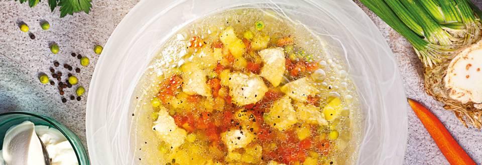 Пилешка супа със студена застройка от заквасена сметана